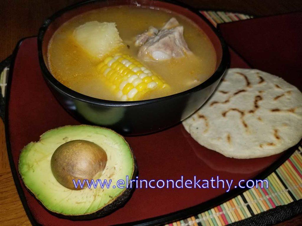 sopa-de-frijoles-blancos-receta-salvadorena